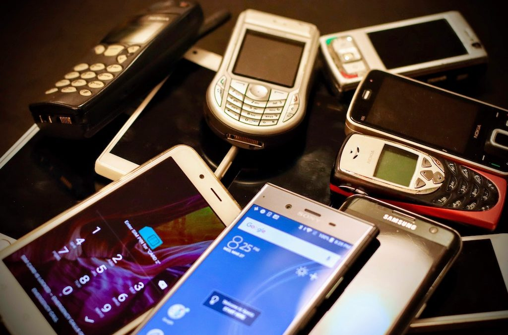 5 Easy to Use Mobile Phones for Seniors and Children